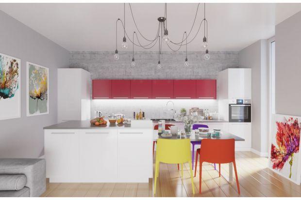Fronty mebli kuchennych zazwyczaj utrzymane są w jednolitej kolorystce. Dominuje biel, czerń, odcienie drewna i szarości. Aby przełamać klasyczne aranżacje, warto wykorzystać również bardziej wyraziste i odważne barwy, które wniosą trochę rad