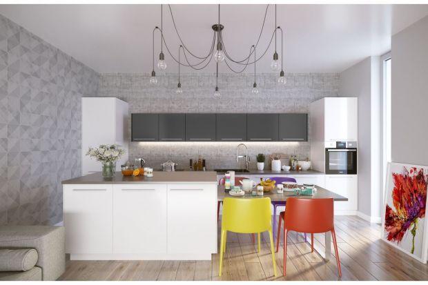 Kuchnia: przy kolorowym stole