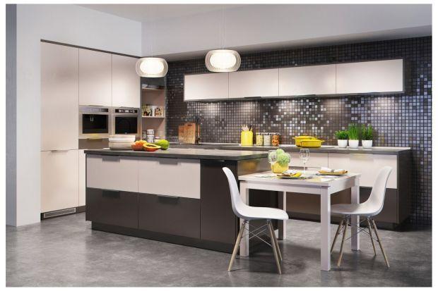 Kto powiedział, że w kuchni musi być nudno, a akcesoria kuchenne są dostępne do przygotowania posiłków? Wprowadź trochę kolorów do swojej kuchni i zdecyduj się na barwne akcesoria, które udekorują przestrzeń i przekonają do gotowania nawet