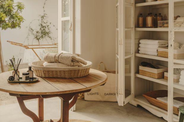Przedmioty codziennego użytku, takie jak akcesoria niezbędne w domowej pralni powinny być praktyczne, ale przyjemny design z pewnością umil domowe obowiązki.
