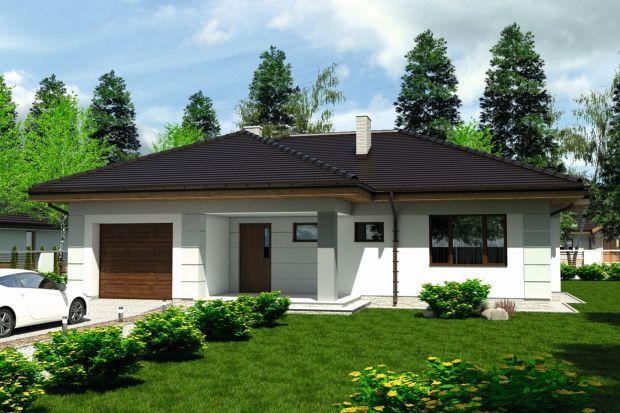 Mały dom z garażem. Zobacz projekt