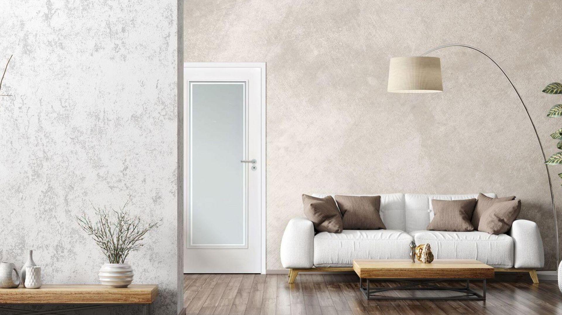 Masywne, mleczne przeszklenie w drzwiach Venis sprawia, że wnętrze zyskuje jaśniejszy, pogodniejszy wygląd. Fot. RuckZuck