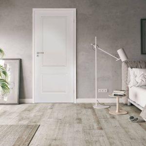 Model pełny drzwi Venis sprawdzi się np. w sypialni, gwarantując poczucie ciszy i spokoju. Fot. RuckZuck