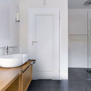 Drzwi Venis z podcięciem wentylacyjnym oraz zamkiem z blokadą WC mogą być z powodzeniem stosowane w łazience. Fot. RuckZuck