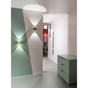 Odpowiednio ustawione światło może tworzyć naprawdę wyjątkowe efekty na ścianach. Fot. AQForm