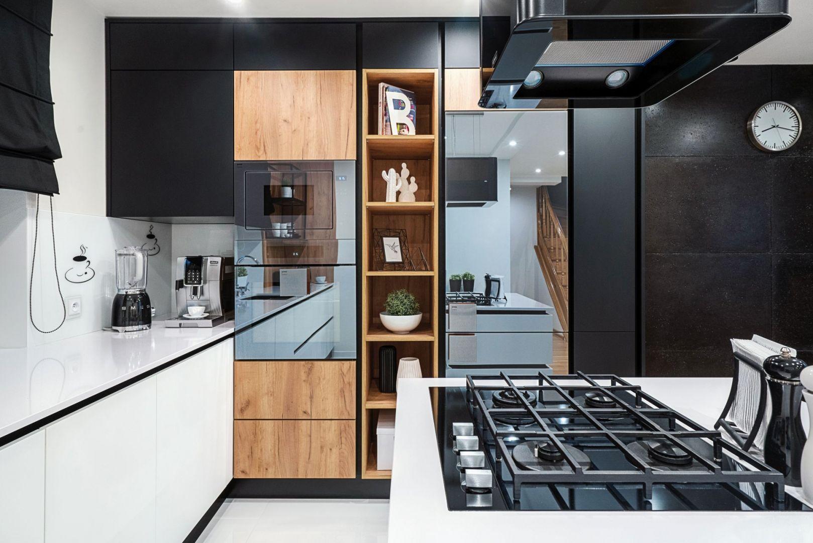 Studio Mebli Kuchennych Max Kuchnie Chome Świdnica. Realizacja kuchni zgłoszona do konkursu Kuchnia-Studio Roku 2020 na najlepsze realizacje wykonane przez studia kuchenne.
