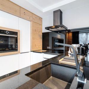 Studio Mebli Kuchennych Max Kuchnie  Euroclas Czyżowice. Realizacja kuchni zgłoszona do konkursu Kuchnia-Studio Roku 2020 na najlepsze realizacje wykonane przez studia kuchenne.