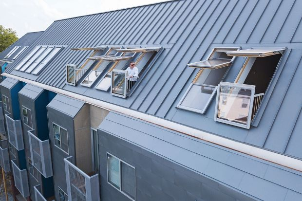 Nowoczesny design budynku wyróżnia się na tle zabudowy w miejscowości Richmond, stolicy stanu Virginia – jednego z najstarszych miast w USA. Budynek charakteryzuje się dużą liczbą okien o dużej powierzchni przeszklenia oraz modną, ciekawą ele