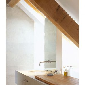 Łazienka na poddaszu. Architekt: McLean Quinlan