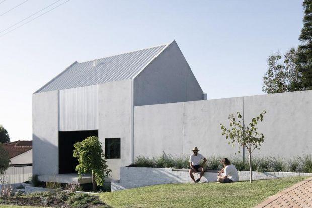 Minimalistyczna działka, minimalistyczny dom, minimalistyczne życie – to hasło, z jakim autorzy opracowywali swój projekt architektoniczny.