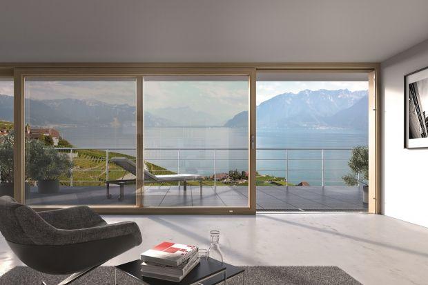 W nowoczesnym wzornictwie okien ważna jest prostota i funkcjonalność – są to wyznaczniki współczesnego designu, które sprawiają, że okna stają się praktycznie niewidoczne dla użytkowników, stanowiąc przejrzystą szklaną ścianę.
