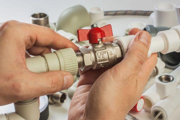Na etapie planowania instalacji wodno-kanalizacyjnej (zimna oraz ciepła woda użytkowa i kanalizacja) musimy zwrócić uwagę na kilka podstawowych szczegółów, aby wszystko funkcjonowało bez zarzutu i przez wiele lat.