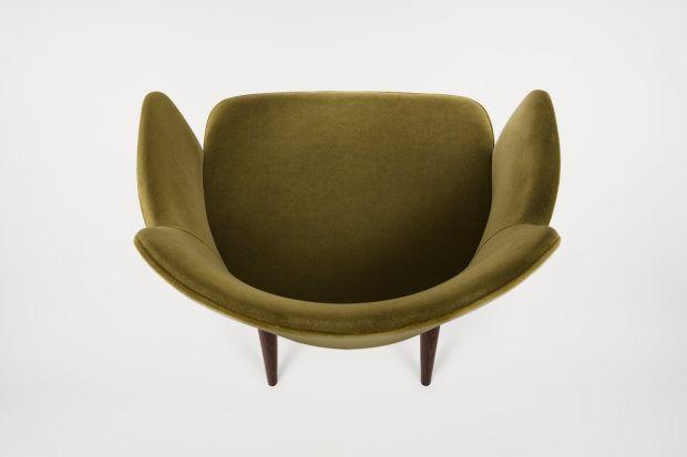 Mebel zaprojektowany przez Grzegorza Gancarczyka to połączenie finezyjnej konstrukcji z wygodnym, tapicerowanym siedziskiem.