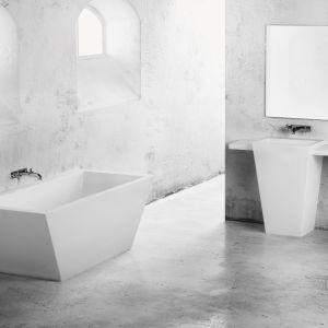 Umywalka stojąca z kolekcji Tebe dostępna w ofercie Marmorin Design / fot. Marmorin Design