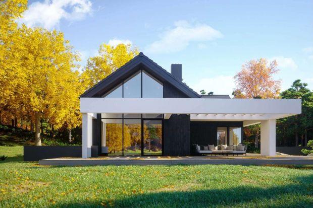 HomeKONCEPT 67 o powierzchni użytkowej 144,5 mkw. to nowoczesny budynek jednorodzinny z poddaszem użytkowym. Nadaje się do całorocznego użytkowania, a drewniane wykończenie elewacjidobrze wpisuje się w otaczający krajobraz.