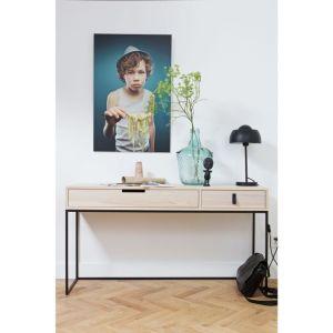 Proste, minimalistyczne formy mebli Silas Woood wpasują się w każde nowoczesne wnętrze. Fot. Dutchhouse