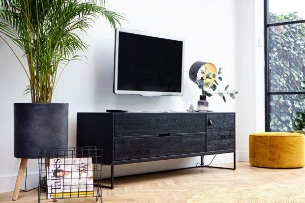 Proste, wręcz minimalistyczne formy mebli wpasują się w każde nowoczesne wnętrze – od scandi, przez modern, po loftowe. I z pewnością nieprędko wyjdą z mody.