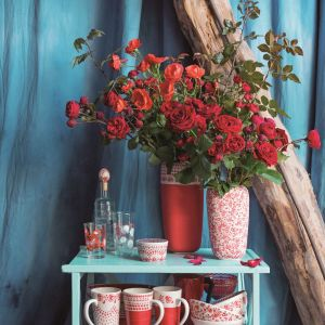Kolekcja ceramiki Roses utrzymana w tradycyjnym stylu z nutą nowoczesnego wzornictwa, zachwyca barwą i motywem róż. Fot. Manufaktura w Bolesławcu