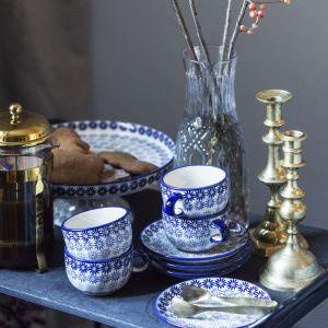 Ceramika z Bolesławca w ponadczasowym kobaltowym kolorze. Fot. Manufaktura w Bolesławcu