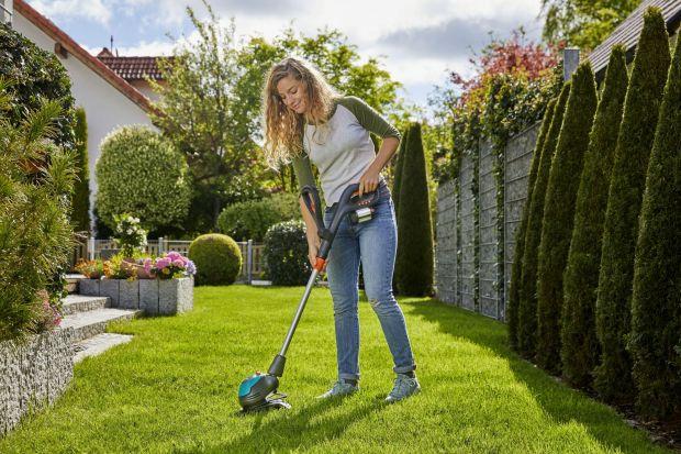 Wielu z nas koszenie trawy kojarzy się z ciężką i długą pracą w ogrodzie. Nic bardziej mylnego. Z nowymi robotami koszącymi i kosiarkami ręcznymi prace w ogrodzie stają się czystą przyjemnością, a my mamy więcej czasu dla siebie.