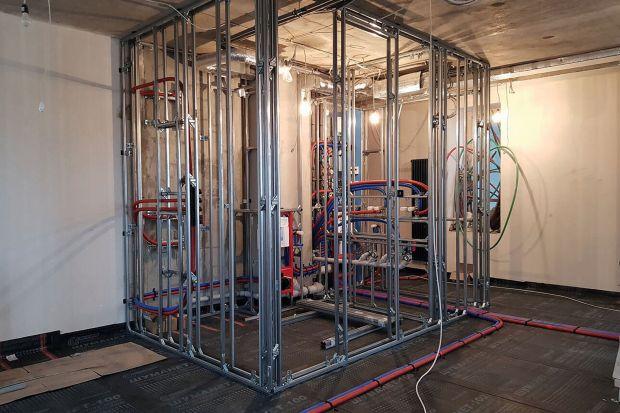 Z jakimi warunkami budowlanymi i montażowymi muszą zmierzyć się wykonawcy instalacji w Rosji, Holandii, Skandynawii czy we Włoszech? Czym różnią się pomieszczenia sanitarne u naszych bliższych i dalszych sąsiadów?