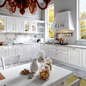 Stylowa kuchnia Trevi doskonale prezentuje się w białym kolorze. Dostępna w ofercie firmy Aran Cucine. Fot. Aran Cucine