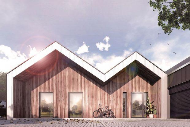 Dom zlokalizowany zostanie na stosunkowo niewielkiej działce o powierzchni 12 arów, z której rozciąga się malowniczy widok na wzniesienia Beskidu Sądeckiego. Mocno zakorzeniona lokalnie historia obu rodzin inwestorów w sposób świadomy i jednoznac