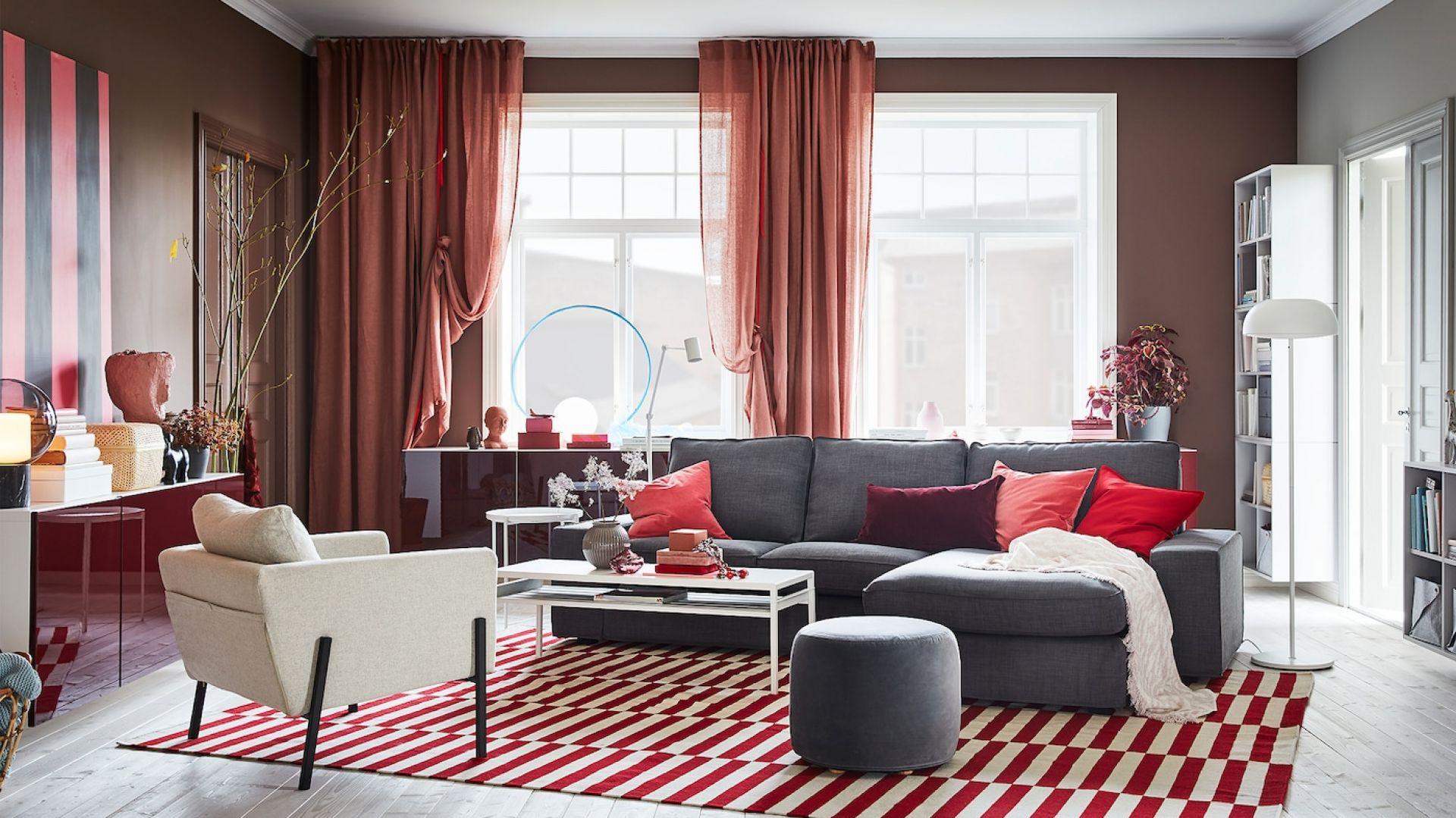 Trzyosobowa sofa Kivik do kupienia w IKEA. Fot. IKEA