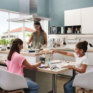 Białe meble kuchenne z programu Alnosoft dostępne w ofercie firmy Alno. Fot. Alno