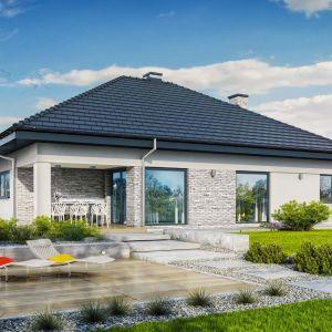"""Najlepiej, by działka, na której chcemy wybudować nasz dom miała regularny kształt zbliżony do kwadratu lub prostokąta o szerokości co najmniej 22 m. Na zdjęciu: projekt """"Dom w reklodach 2"""" (metraż: 115.57 m2). Fot. Archon+ Biuro Projektów"""