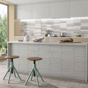 Ściana nad blatem w kuchni: płytki ceramiczne marki Estudio Ceramico, kolekcja Naima. Fot. Estudio Ceramico