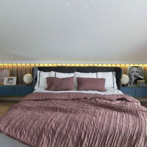 Oświetlenie w sypialni. Projekt: MIKOŁAJSKAstudio. Fot. Jakub Dziedzic