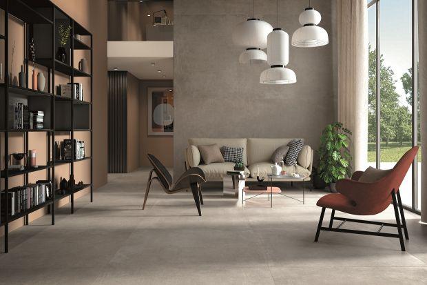 Płytki ceramiczne to często głowni bohaterowie domowych wnętrz. Wiodą prym w aranżacjach kuchni, łazienki, korytarza czy balkonu. A jednak widziane w salonie nadal wydają się rozwiązaniem dość nietypowym. Niesłusznie. Podpowiadamy, kiedy pły