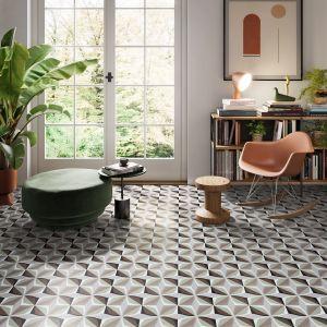 Płytki ceramiczne w salonie. Fot. Greston