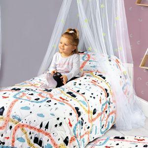 Pomysł na urządzenie pokoju dziecka. Na zdjęciu: dodatki i tekstylia dostępne w ofercie firmy Netto. Fot. Netto