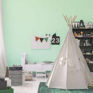 Pomysł na urządzenie pokoju dziecka. Na zdjęciu: ściany w kolorze miętowym pomalowane farbą Miętowy aromat Jedynka Deco & Protect. Fot. Jedynka