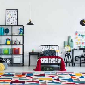 Pomysł na urządzenie pokoju dziecka. Na zdjęciu: dywan Vanity Multi dostępny w ofercie Sklepów Komfort. Fot. Sklepy Komfort
