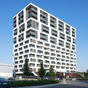Mogilska Tower to budynek składający się z 15 kondygnacji naziemnych oraz 3 kondygnacji podziemnych. Fot. Baumit