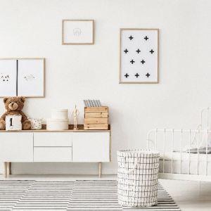 Pomysł na urządzenie pokoju dziecka. Na zdjęciu: ściany pomalowane farbą Beckers Designer Kitchen & Bathroom w kolorze Caramel Cookie. Fot. Beckers