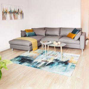 Białe ściany stanowią doskonałe tło do wszelkich aranżacji. Fot. www.makehome.pl