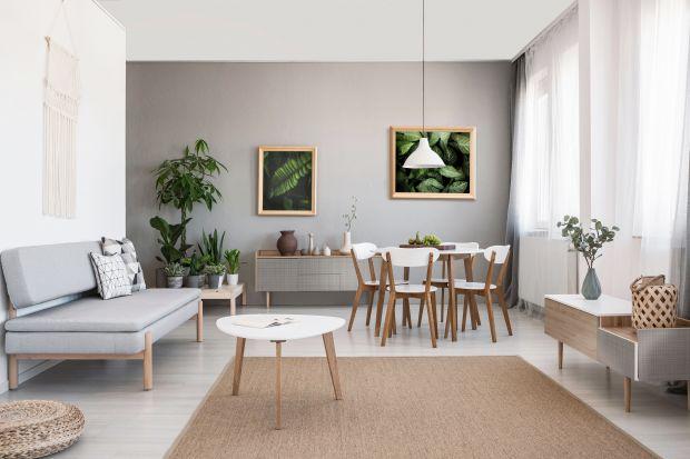 Jest jednym z coraz popularniejszych kierunków w projektowaniu wnętrz w 2020 roku. Na wiele różnych sposobów wprowadza do przestrzeni domowych naturę, przez co korzystnie wpływa na komfort i zdrowie człowieka. Biophilic design to dziś wiodący tr
