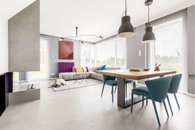 Przesłony okienne to niezwykle istotny element wyposażenia wnętrza. Ważne, by dobrać je tak, żeby połączyć ich funkcję praktyczną z dekoracyjną.