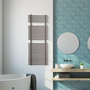 stal nierdzewna jest materiałem, który dobrze sprawdzi się dla grzejników łazienkowych, ponieważ w tym pomieszczeniu wilgotność powietrza jest zdecydowanie wyższa niż w innych przestrzeniach. Fot. Luxrad