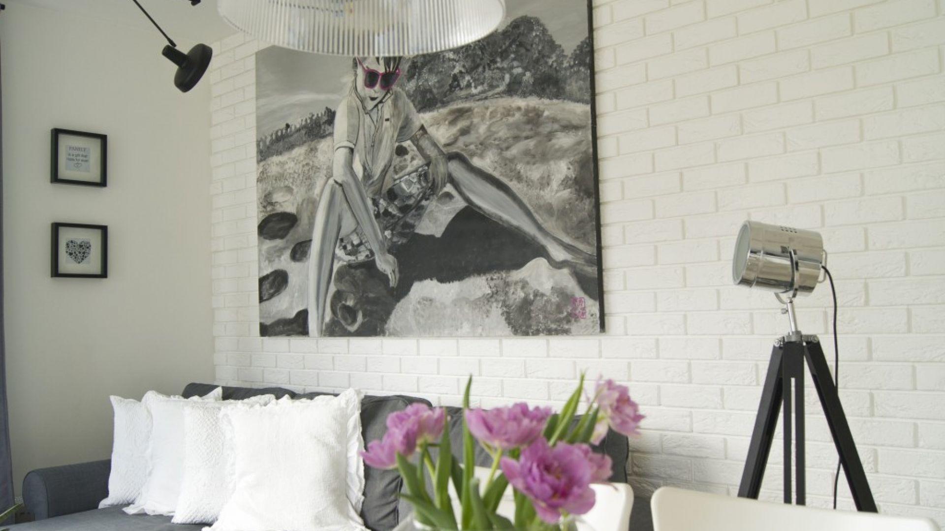 Gipsowe płytki cegłopodobne Parma doskonale odnajdują się w industrialnych oraz minimalistycznych wnętrzach. Fot. Stegu