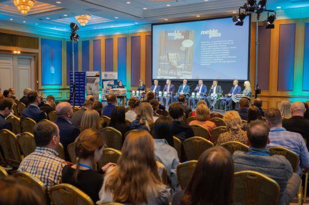 W związku z zaistniałą sytuacją epidemiologiczną w Polsce jesteśmy zmuszeni podjąć arcytrudną sytuację - tegoroczne Forum Branży Łazienkowej i Kuchennej się nie odbędzie.