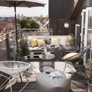 Urządzamy balkon. Słoneczny minimalizm. Fot. WestwingNow