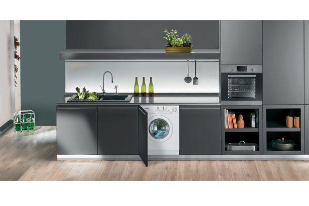Coraz częściej takie pralki umieszczane są także w kuchni, gdzie łatwo je wkomponować w zabudowę kuchenną.