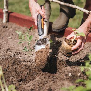 Łopatka Xact z serii narzędzi do pielęgnacji małych roślin. Fot. Fiskars