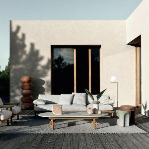 Pomysł na piękny taras. Na zdjęciu: meble ogrodowe z kolekcji Ayana. Fot. B&B Italia