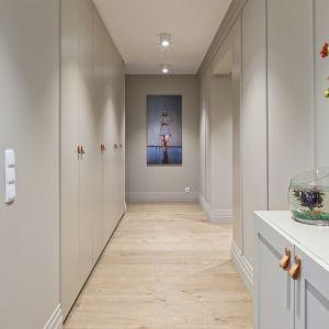 Przytulne mieszkanie dla dwojga. Projekt Agata Chomiak, Maciej Ferenc; pracownia Fabryk-Art. Fot. Małgorzata Tenczyńska-Korluk